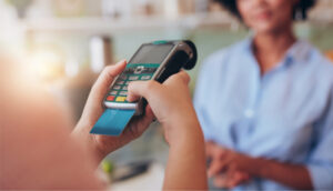woman-uses-credit-card-to-make-a-purchase