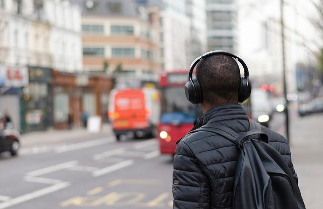 7 Best Wireless Headphones for Travel   Airfarewatchdog Blog